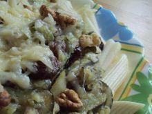 Makaron z sosem cukiniowo-rodzynkowym