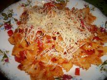 Makaron z sosem paprykową-pomidorowym