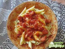 Makaron z sosem parówkowym