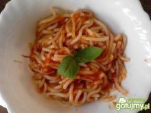 Makaron z sosem pomidorowym dla malucha