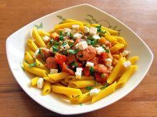 makaron z sosem pomidorowym i kiełbaską