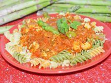 Makaron z sosem pomidorowym i kurczakiem