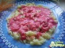 Makaron z sosem truskawkowym :P