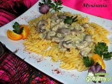 Makaron z sosem z grzybów leśnych