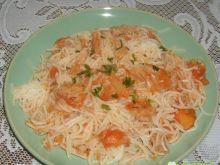Makaron z sosem z tuńczyka