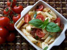 Makaron z suszonymi pomidorami i bazylią