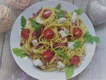 Makaron z szynką i pomidorkami