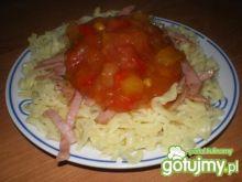 Makaron z szynką i sosem słodko-kwaśnym