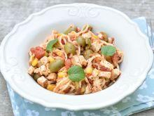 Makaron z tofu, pomidorami i oliwkami