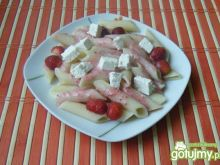 Makaron z truskawkami i białym serem
