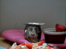Makaron z truskawkami i twarogiem