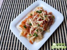Makaron z warzywami i kiełbasą