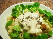 Makaron z warzywami i kurczakiem w sosie
