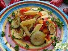 Makaron z warzywami i ziołami