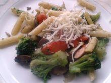 Makaron z warzywami na zielono