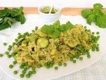 Makaron z zielonymi warzywami z pesto