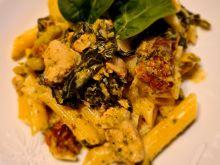 Makaron ze szpinakiem, brokułem i kurczakiem