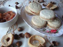 Makaroniki z musem z suszonych jabłek