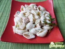 Makaronowa sałatka z mięsem i ananasem