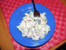 Makaronowa sałatka z mortadelą i ogórkami chili