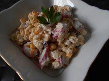 Makaronowa sałatka z surimi