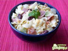 Makaronowa sałatka z szynką i warzywami