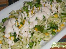 Makaronowa z brokułem i kukurydzą