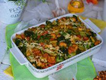 Makaronowa zapiekanka z kurczakiem, bukietem warzy