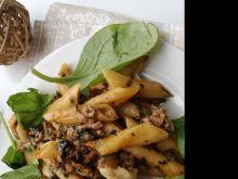 Makaronowa zapiekanka z pieczarkami i szpinakiem