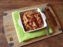 Makaronowe świderki w warzywno-mięsnym sosie