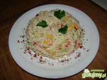 Makaronowo-kurczakowa sycąca sałatka