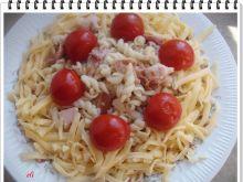 Makaron Eli z wędzonym kurczakiem i pomidorkami