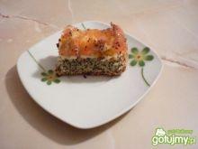Makowy biszkopt z brzoskwiniami