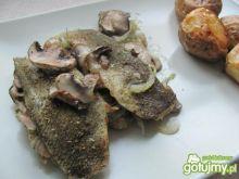 Makrela zapiekana z cebulką