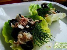 Makrelowe łódeczki z oliwkami