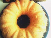 Mała babka cytrynowa z otartą skórką pomarańczy