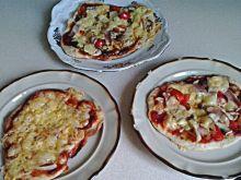 Małe pizze na drożdżach