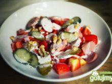Małosolne z pomidorem i orzechami