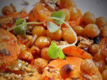 Marchewka pieczona z cieciorką i ziołami