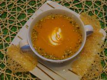 Marchewkowa zupa krem z parmezanowymi chipsami