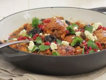 Marokański tagine z kurczakiem i śliwkami kalifornijskimi
