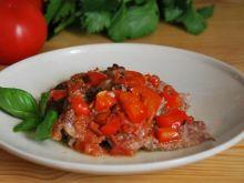 Marynowana Karkówka z pomidorami i papry