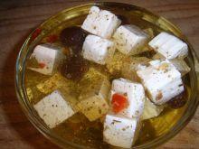 Marynowany ser w oleju