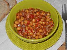 Maślaczki z cieciorką w pomidorach