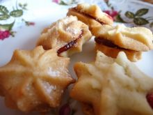 """Maślane ciasteczka """"szprycowe"""" z dżemem"""