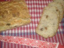 Maślankowo - rodzynkowy chlebek na krupczatce