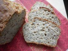 Maślankowy chlebek na miodzie z amarantusem