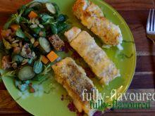 Maślano-cytrynowy dorsz z sałatą z ogórkami małoso