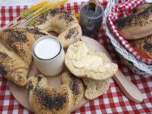 Maślano-mleczne rogale z makiem