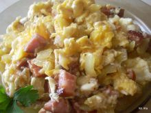 Męska jajecznica z cebulą i kiełbasą